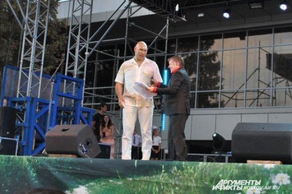 Первый российский чемпиона мира по боксу среди профессионалов в тяжёлом весе Николай Валуев желает Фонду процветания.