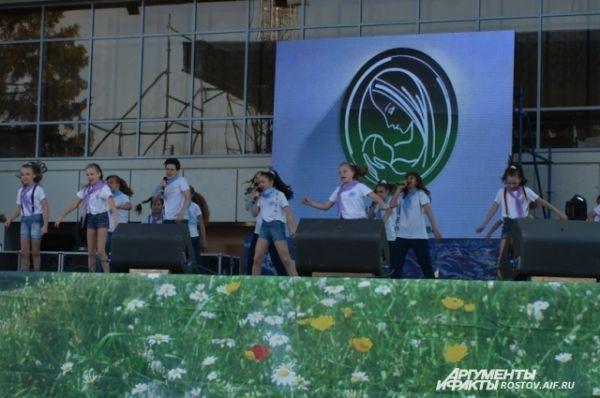 Праздник Фонда поддержки семьи и детства в Волгодонске проходит ежегодно, в первую субботу июня.