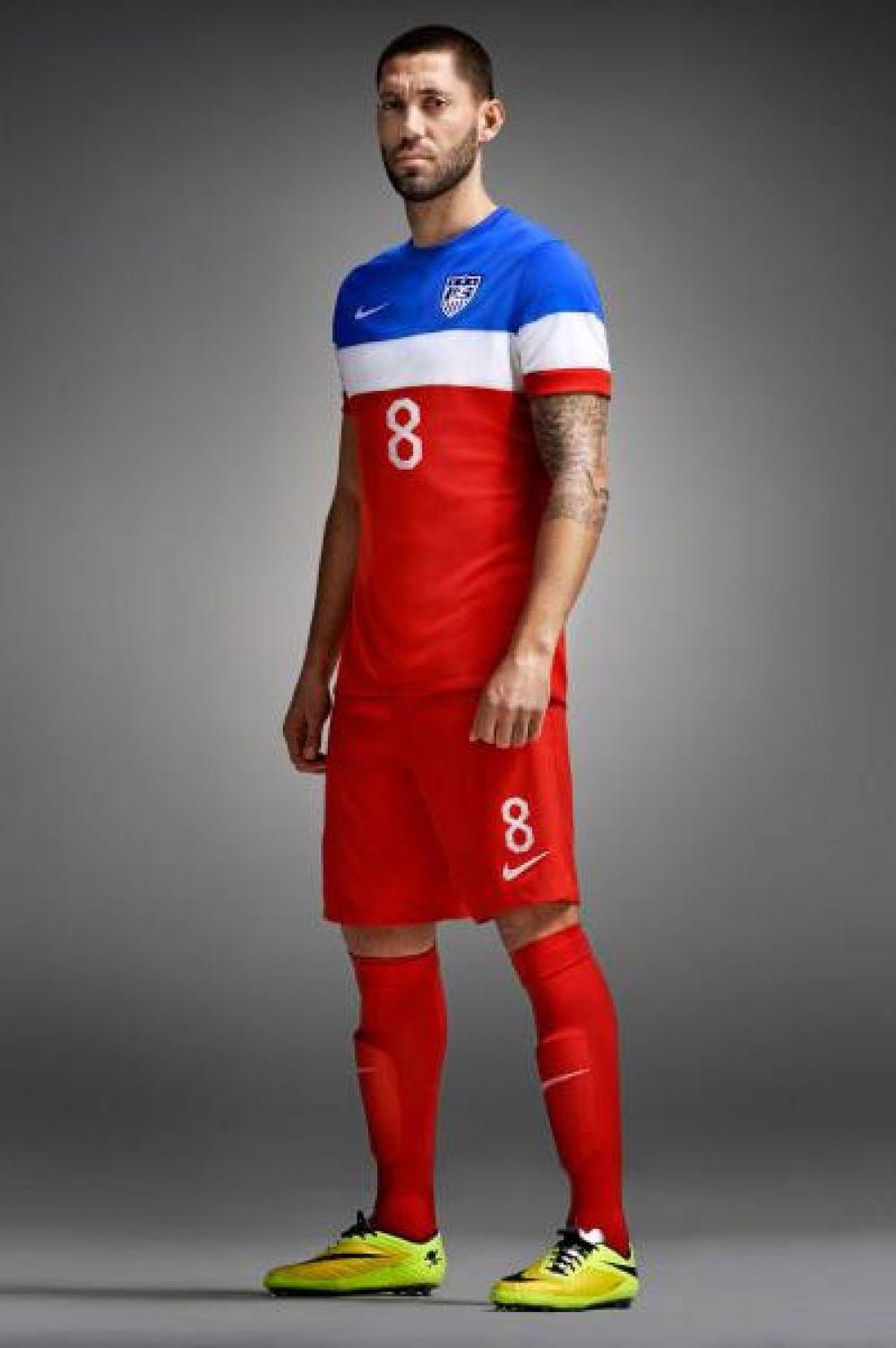 Оригинальную форму к чемпионату мира разработали в США – винтажная расцветка футболок отсылает не то к символике времён Отцов основателей, не то к эстетике наряда Капитана Америка.