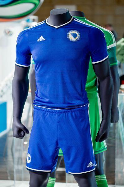 Игроки сборной Боснии и Герцеговины будут облачены в синюю форму консервативного дизайна.