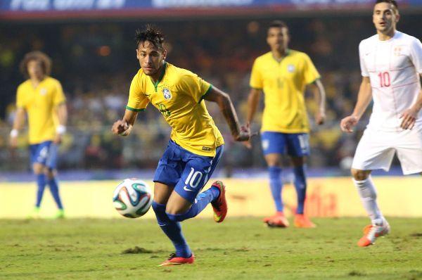 Хозяева «мундиаля» - бразильцы – будут выступать в традиционной для страны жёлто-синей форме. Это канонические цвета сборной Бразилии, и они не меняются.