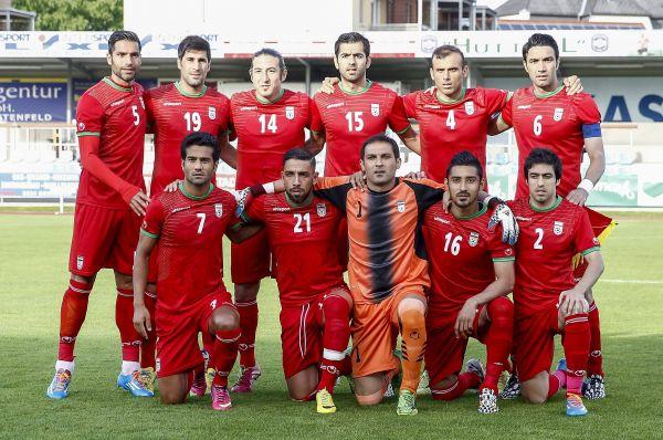 Сборная Ирана выбрала на «мундиаль» красные цвета с зелёным декором.