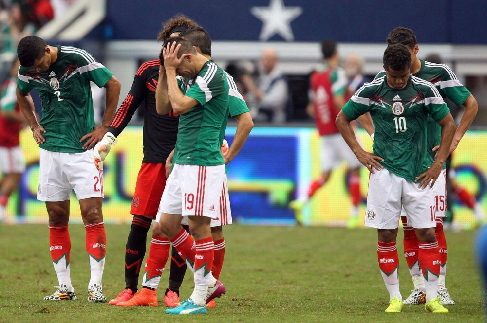 Команда Мексики постоянно выступает на международных футбольных форумах в форме зелёного цвета.