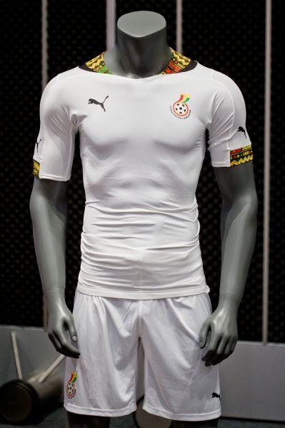 Белоснежные футболки сборной Ганы в Бразилии будут декорированы жёлто-красными элементами, символизирующими национальный колорит.