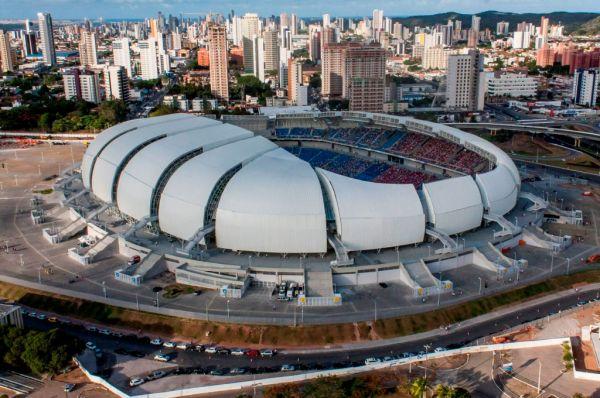 Строительство «Арены дас Дунас» началось в январе 2011 года. Согласно проекту, вместимость стадиона должна составить 45 000 человек, а вокруг арены также построены торговый центр, гостиница и искусственное озеро.