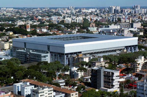 «Арена Байшада» или стадион имени Жоакима Америко Гимараеса расположен в Куритибе. Ещё в 1914 году на этом месте был открыт стадион – он носил название «Калдейрау ду Дьябу». В 90-е арена была существенно модернизирована, а теперь – к Кубку мира – вместимость увеличена до 47 375 зрителей.