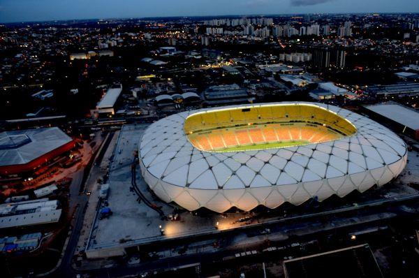 Стадион «Амазония» построен в Манаусе на месте арены «Вивалдан». Комплекс спроектирован немецкой фирмой GMP Architekten, которая реализовала ряд экологических инноваций. Например, часть энергии стадион будет получать от солнечных батарей, а сбор дождевой воды устроен так, чтобы жидкость могла использоваться для нужд арены.