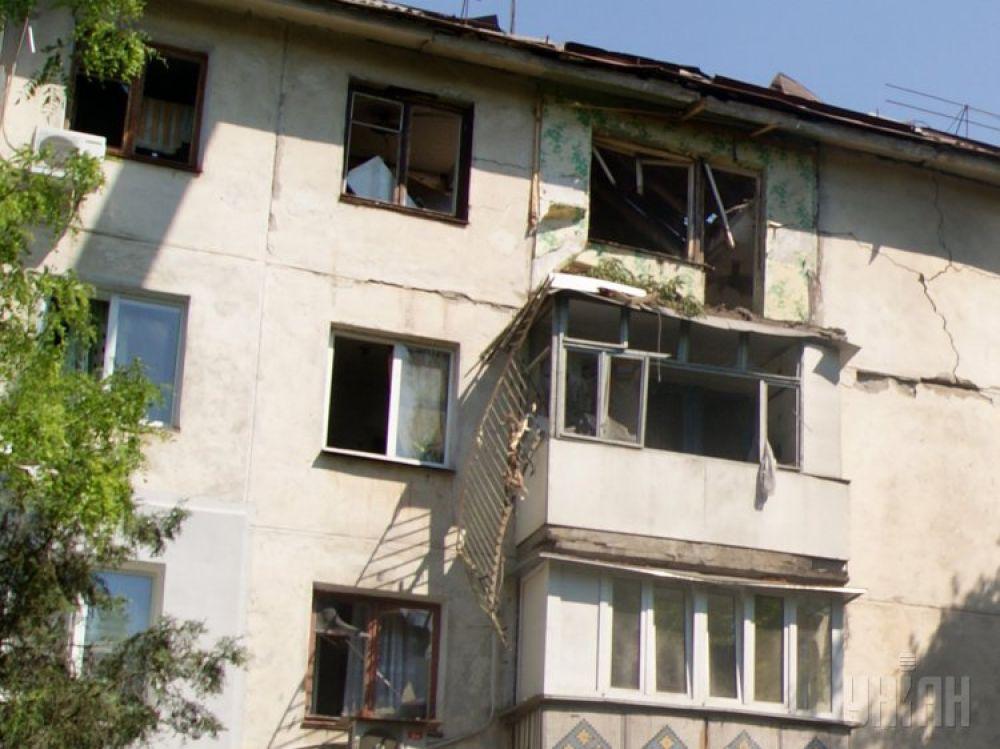От взрывной волны пострадали также несущие стены дома