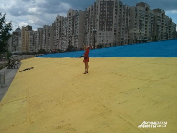 9 июня в Киеве появился украинский флаг-гигант