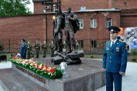 Памятник спасателям и пожарным, погибшим при исполнении долга.