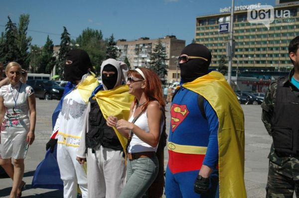 Супермен, Заяц и Пресли с удовольствием позировали перед фотокамерами