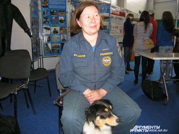 Кинолог Ирина Лукьяненко со своим Канзасом в выставочном центре «Сибирь».