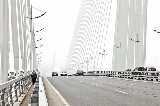 Пешеходная дорожка Золотого моста - последнее, что видят самоубийцы.