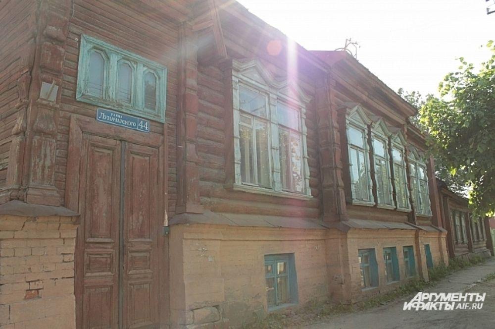 Улица Луначарского, 44