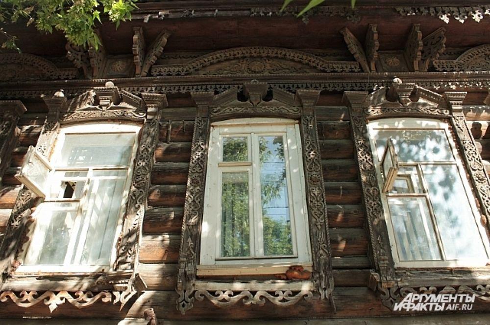 Здесь тесно переплетено: профессиональное и народное строительное искусство.