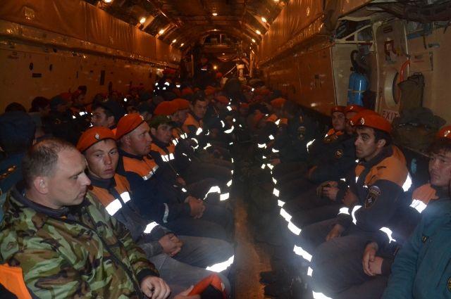 120 уральских спасателей отправились восстанавливать Алтай после наводнения