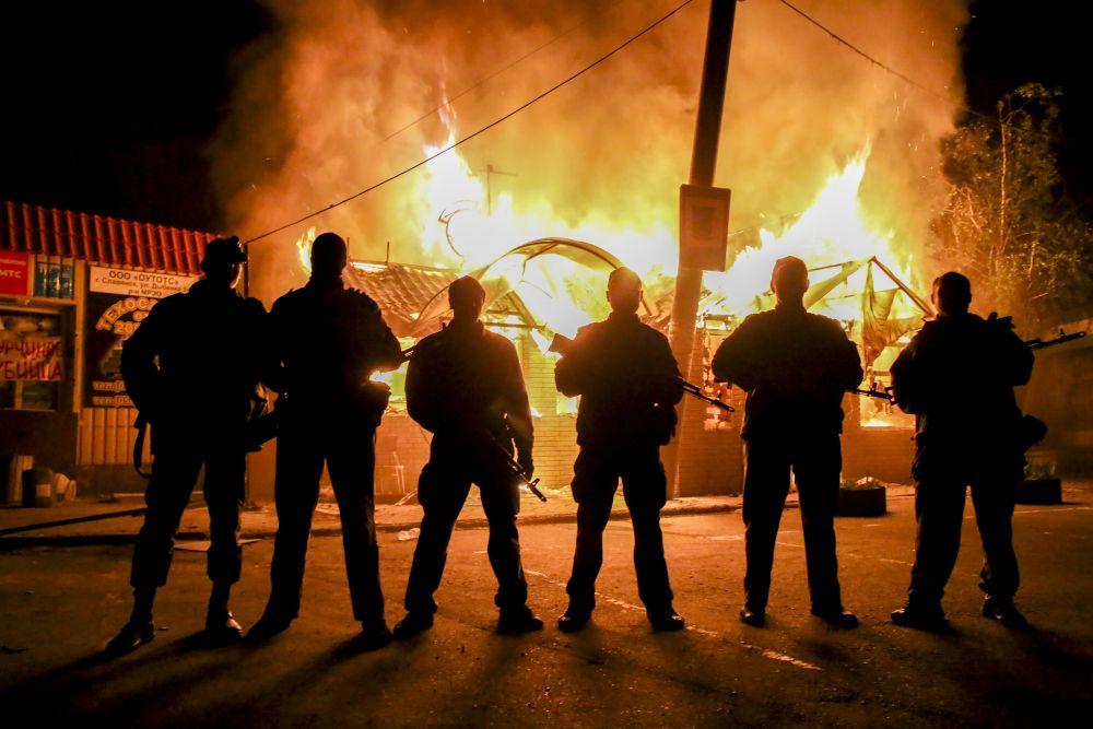 Сепаратисты сожгли магазин в селе Семеновка Славянского района