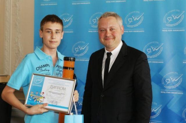 Игорь Янковский с победителем художественного конкурса