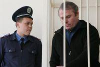 Виктор Лозинский в здании суда