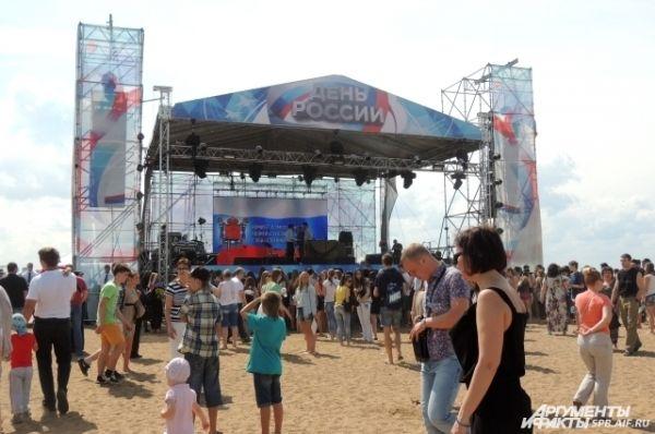 На главной сцене прошел праздничный концерт.