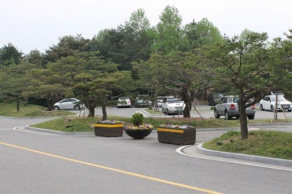 Парк и здания которого больше напоминали 5-звёздочный отель.