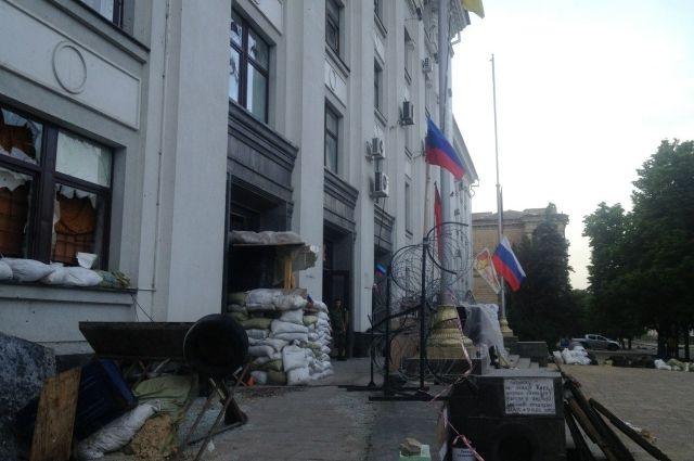 Админздание в Луганске, захваченное боевиками