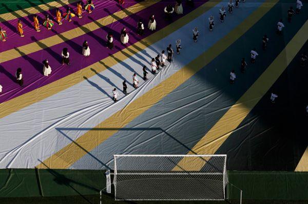 Более 600 танцоров, циркачей и акробатов было задействовано в церемонии открытия ЧМ-2014.