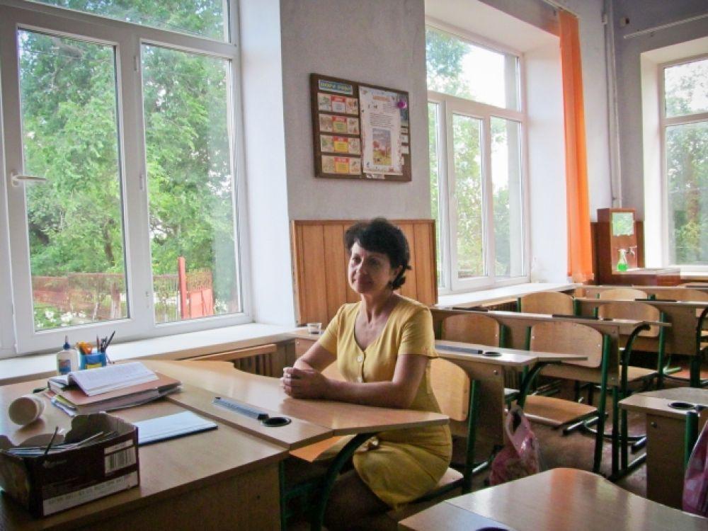 Одноклассница Порошенко Лариса Нанкова - в том же классе, где прошли первые школьные годы