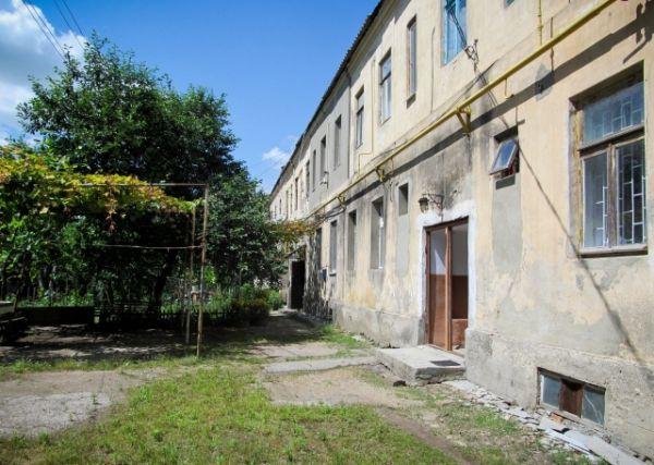 В этом доме на первом этаже жила семья Порошенко