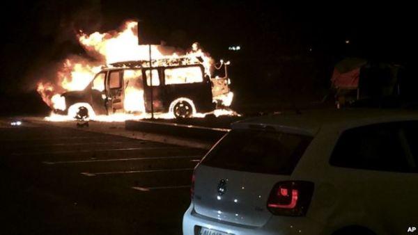 В Донецке взорвали микроавтобус лидера боевиков