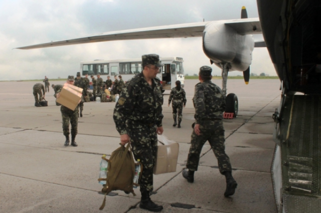 Украинские военные в Луганском аэропорту