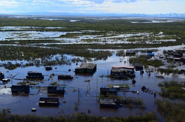 Из подтопленного паводком села Слаутное продолжается эвакуация жителей
