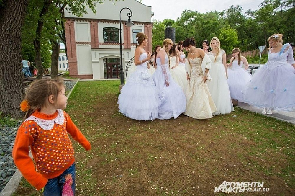 Вот вырасту - стану самой красивой невестой!