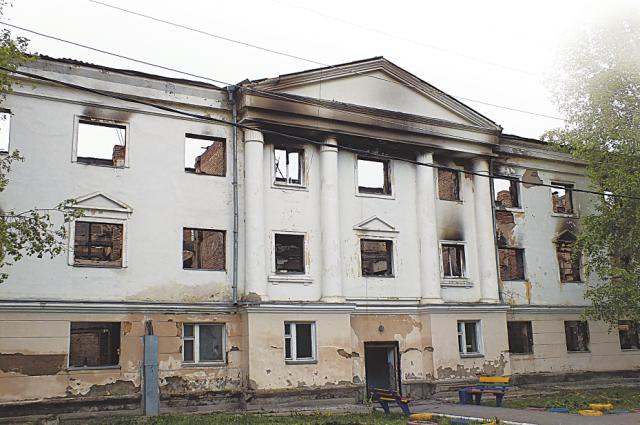 Семейное общежитие в Канске выгорело полностью.
