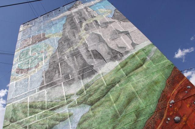Художники из Австрии нарисовали в Магнитке картину высотой в 9-этажный дом
