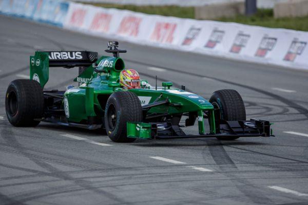 На этой машине гонщик развивал страшную скорость, заставляя зрителей кричать от восторга