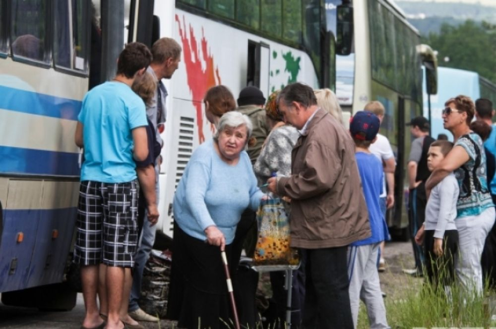 Жители Славянска и Краматорска спасаются от войны