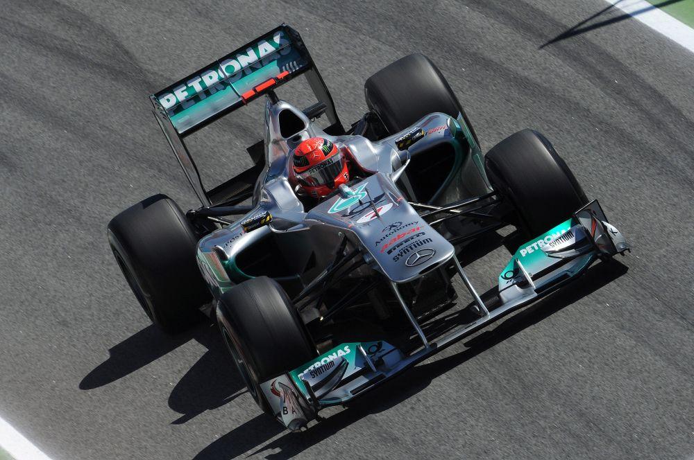 К 1995 году Михаэль Шумахер имел уже 19 побед, 21 подиум, и 10 поул-позиций. За 4 года выступлений гонщик лишь два раза финишировал ниже 4-го места, и оба раза из-за технических неисправностей болида.
