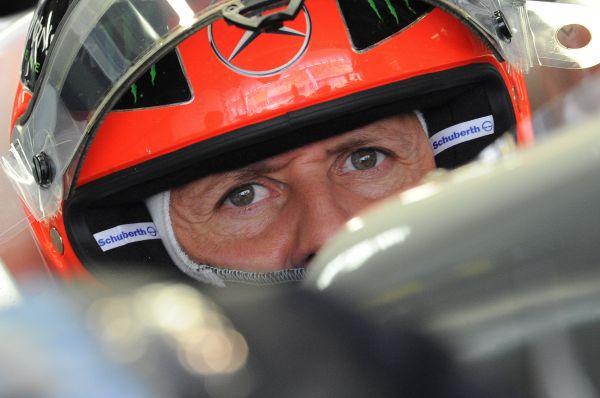 С командой Mercedes-Benz гонщик подписал контракт в конце 2009 года. Неудачи, связанные с  ошибками в проектировании болида и его несоответствием стилю пилотирования гонщика, не позволили Шумахеру успешно выступать за команду. Только в июне 2012 года гонщик снова смог подняться на подиум, заняв третье место на Гран-при Европы. В октябре 2012 года гонщик заявил о своем уходе из спорта.