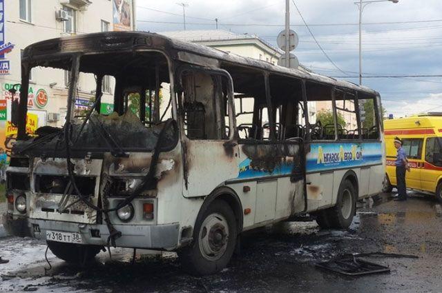 После пожара автобус восстановлению не подлежит.