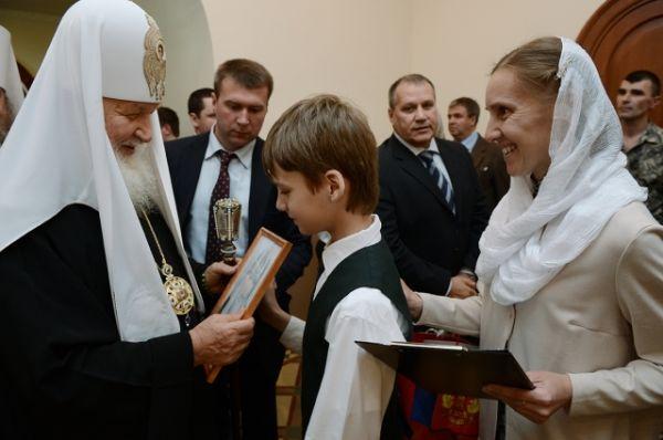 Патриарх во время своего визита много общался с верующими.