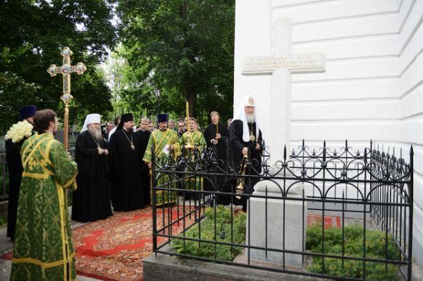 Патриарх Московский и всея Руси Кирилл посетил храм в честь иконы Божией Матери «Всех скорбящих Радость» на Скорбященском кладбище.