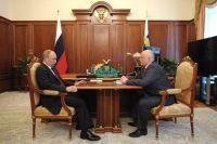 Владимир Путин и Виктор Назаров поговорили о развитии Омской области.