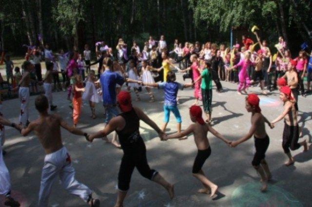 Первую смену детского лагеря «Уральские самоцветы» распустили по домам