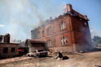 Последствия массированных артиллерийских ударов по Славянску.