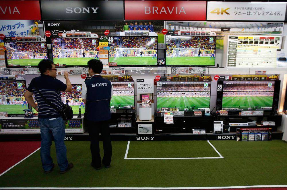 Футболом сейчас живёт практически вся Япония – почти в каждом телевизоре страны, независимо от расположения, показывают матчи Кубка мира.