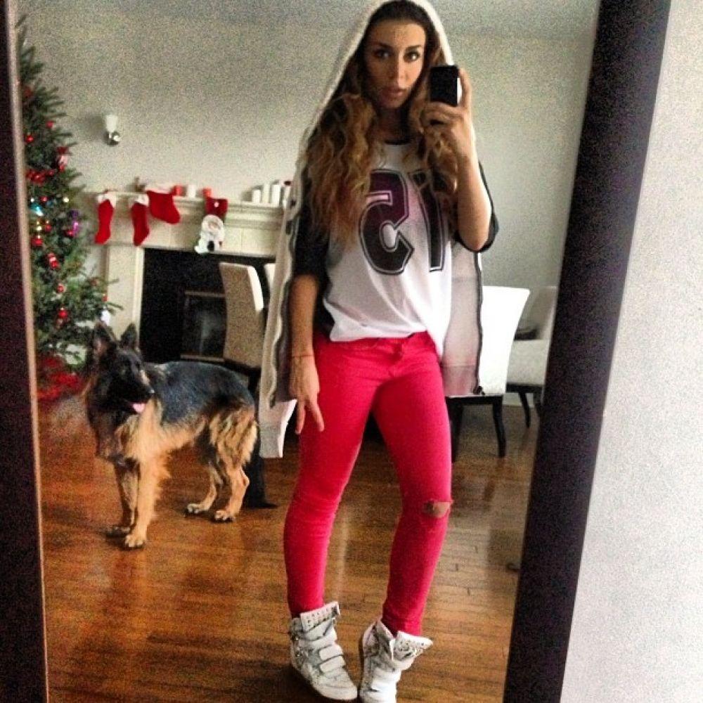 Анна Седокова в собственном доме в Лос-Анджелесе