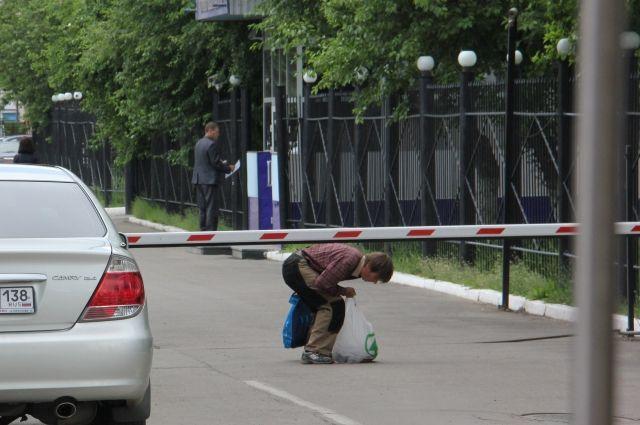 Улица недоступна не только для машин, но и для пешеходов.