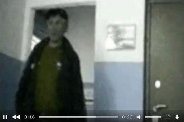 Неизвестный совершил кражу крупной суммы денег из помещения почты и скрылся.