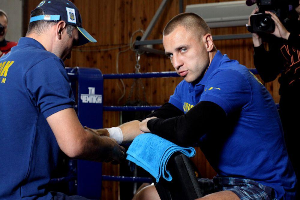 Боксер Макс Бурсак перед открытой тренировкой